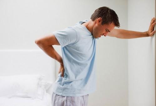 Đau lưng do rất nhiều nguyên nhân gây nên (Hình minh họa)