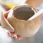 Cao huyết áp có nên uống nước dừa