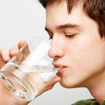 Cao huyết áp có nên uống nhiều nước
